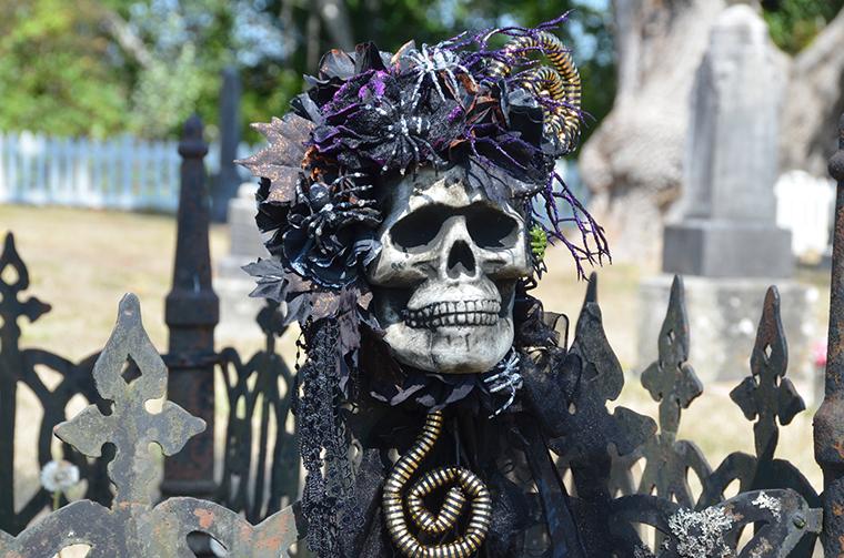 Halloween Wedding Ideas Skull Bouquet