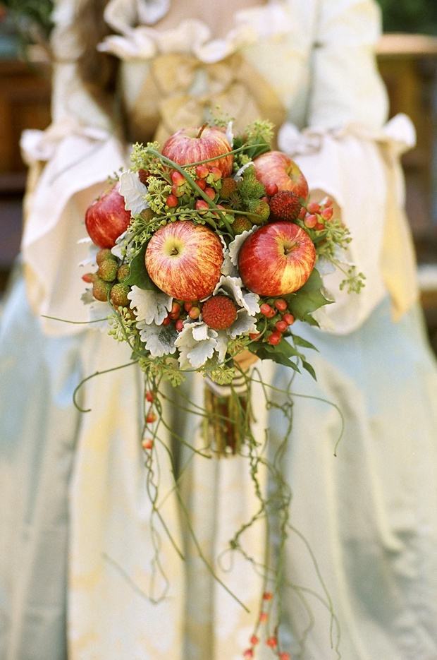 Red Apples Bouquet Autumn Apple-Themed Wedding Ideas