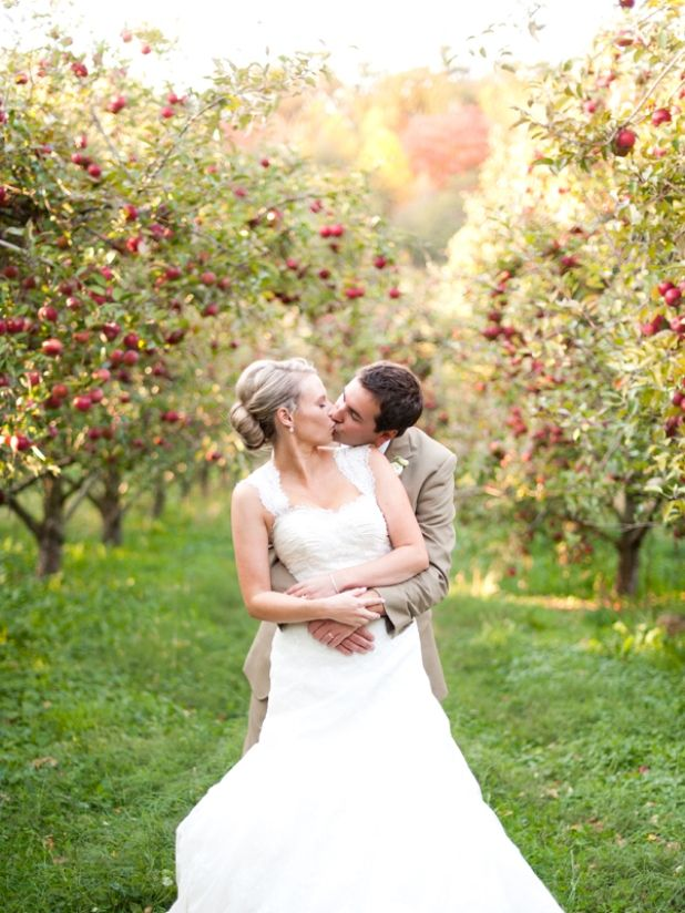 Couple Kissing Bride Groom Apple Decoration Fall Wedding Ideas