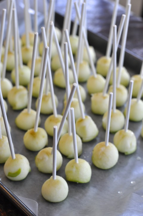Mini Caramel Apples Fall Wedding Idea